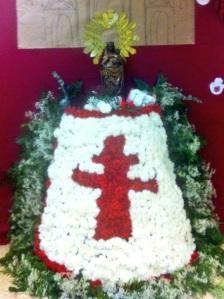Ofrenda a la Virgen del Pilar del cole de mi hijo Alejandro. Les quedó preciosa...